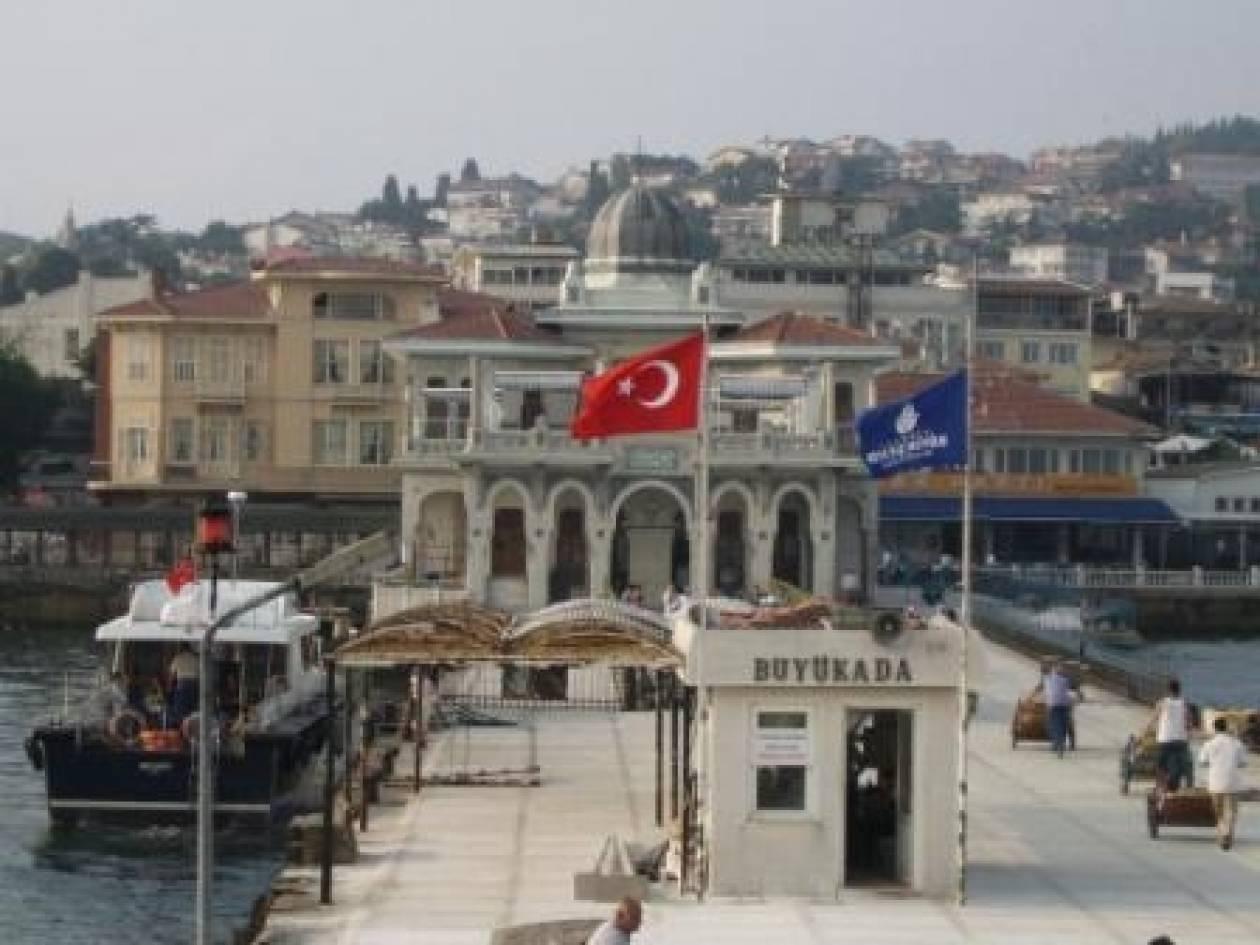 «Ξεμπλοκάρουν» τα ιδρύματα της μειονότητας οι Τούρκοι