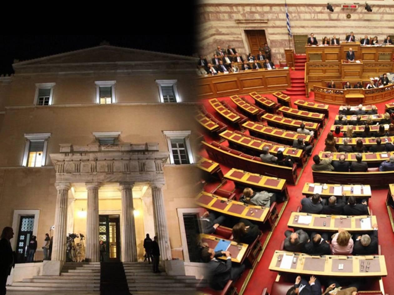 Σταθερά τα εισοδήματα των βουλευτών, ενώ οι Έλληνες στενάζουν