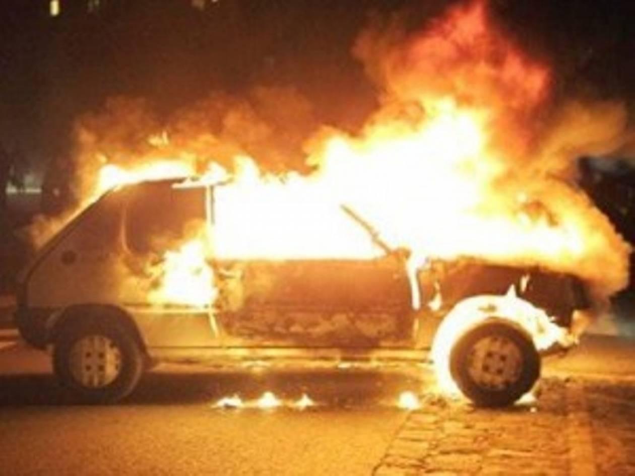 Πυρκαγιά σε δύο αυτοκίνητα στην Αγία Παρασκευή