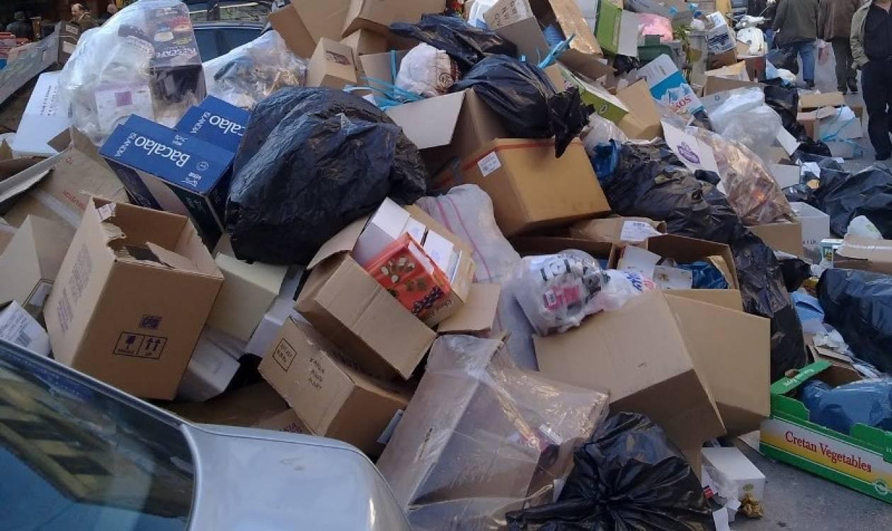 Σοκ: Βρέθηκαν αδέρφια να κοιμούνται σε χαρτόκουτα