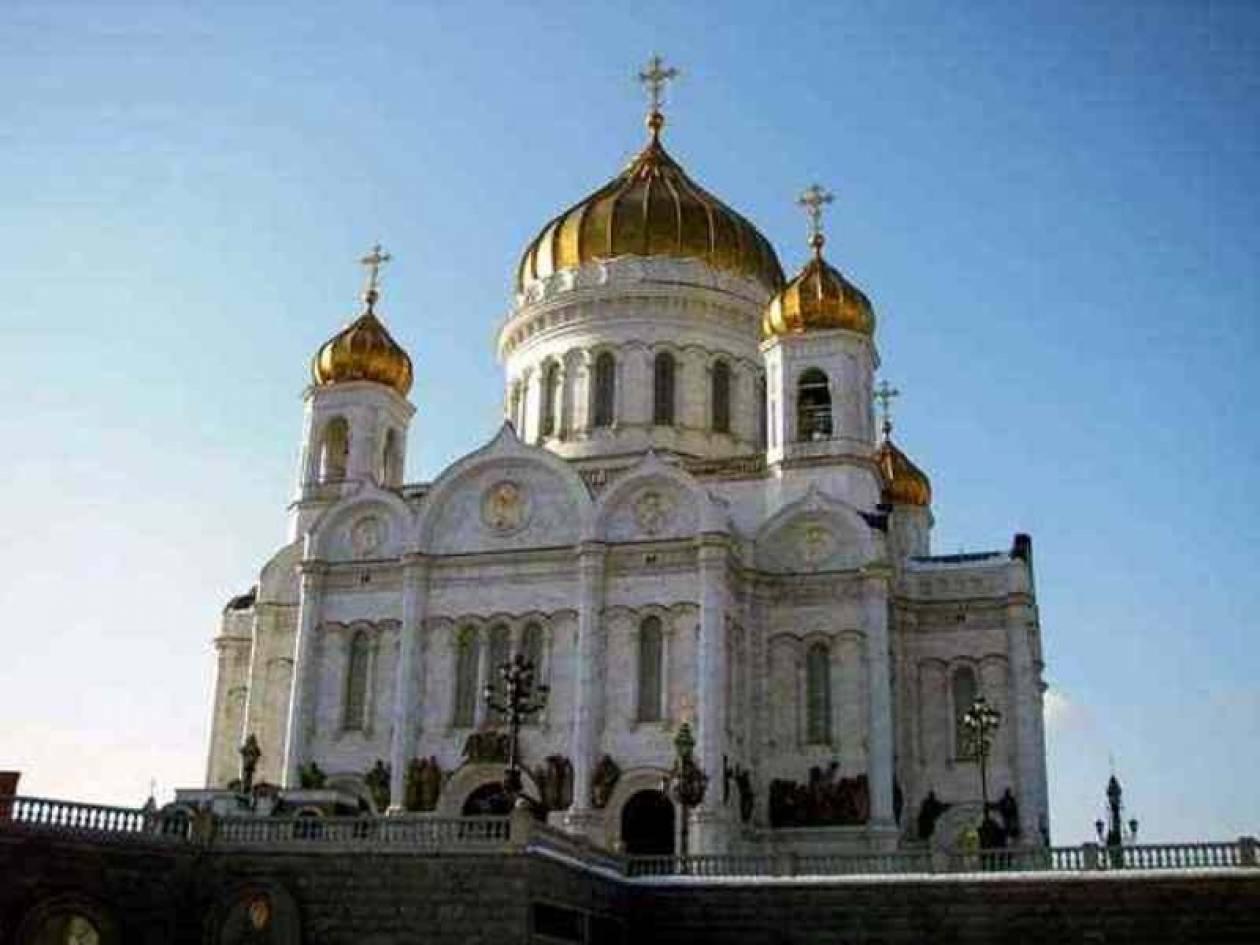 Χιλιάδες προσκυνητές  στη Μόσχα για το κειμήλιο από τη μονή Βατοπεδίου
