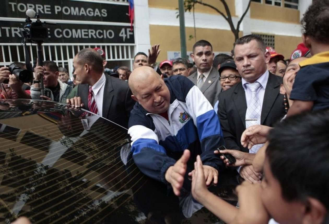 Ο Τσάβες παρέδωσε σπίτια σε οικογένειες που επλήγησαν από πλημμύρες