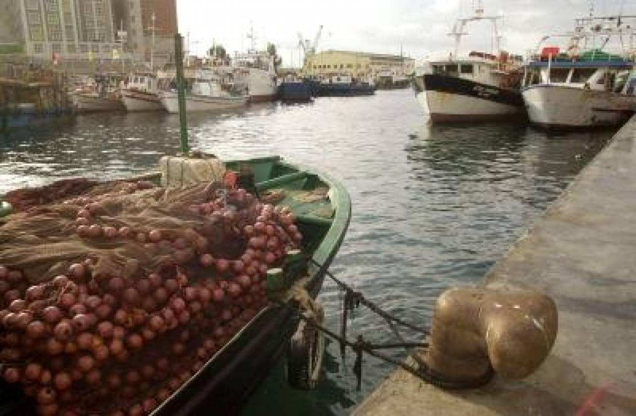 Αλιευτικό σκάφος μισοβυθίστηκε στο Κερατσίνι