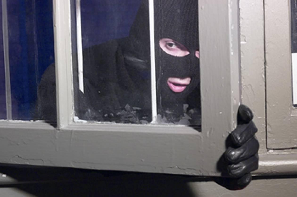 Εισβολή ενόπλων σε μονοκατοικία στο Δήλεσι