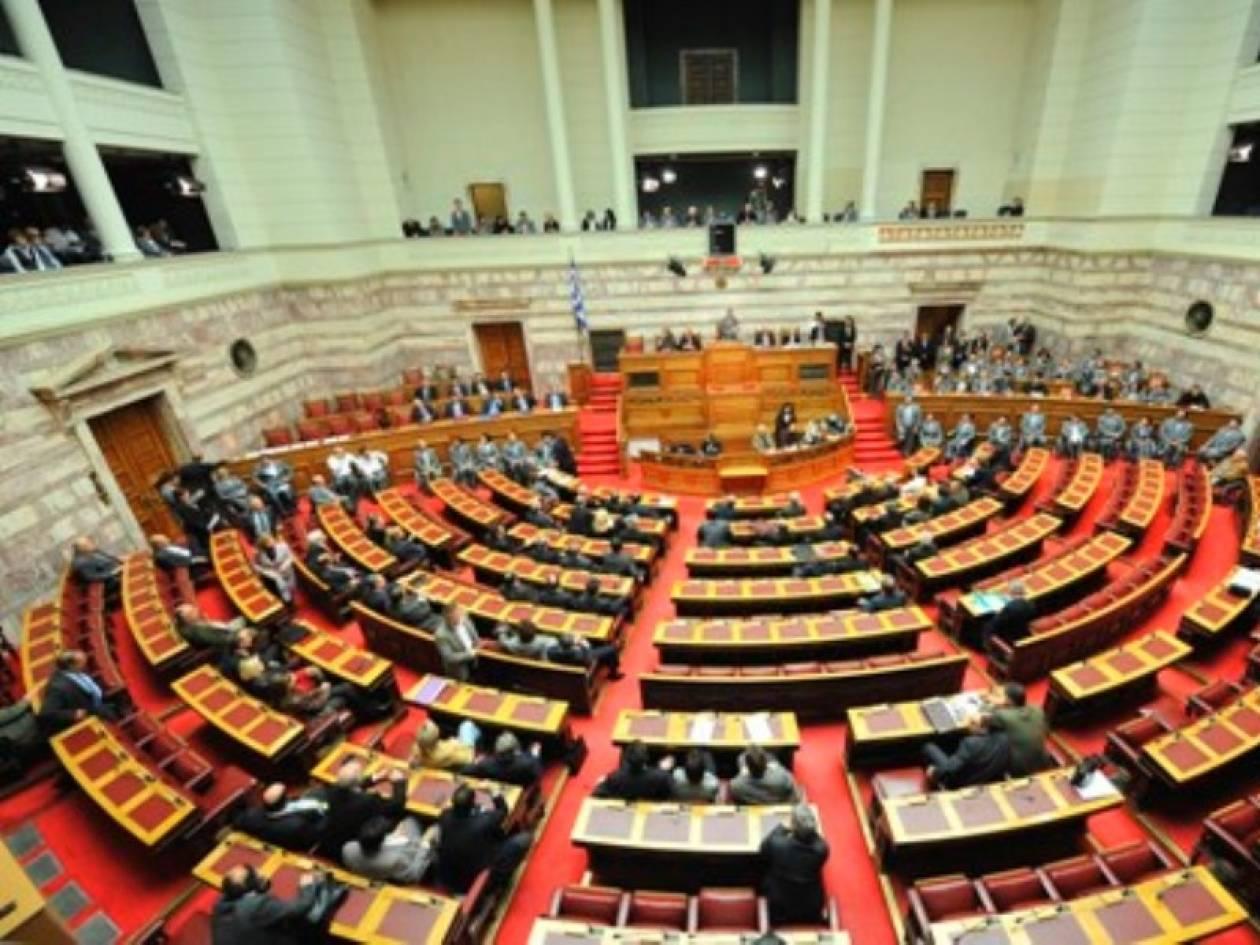 Πρόταση να παραμείνει ανοικτή η Βουλή μέσα στις Γιορτές