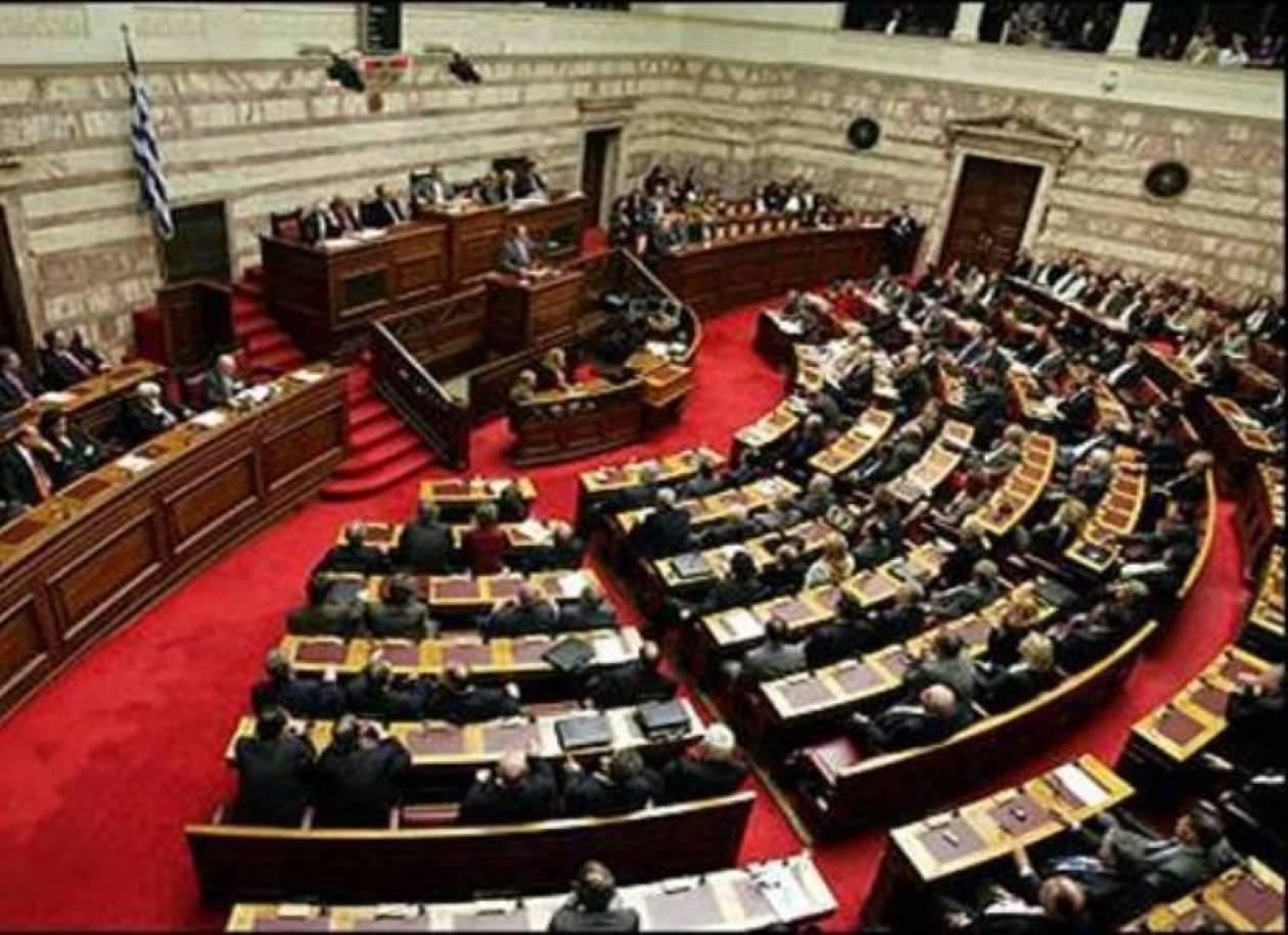 ΠΑΣΟΚ, ΝΔ και ΛΑΟΣ ψηφίζουν τον προϋπολογισμό