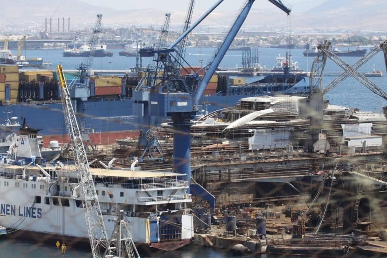 Πυρκαγιά σε υπό διάλυση πλοίο στην Ελευσίνα