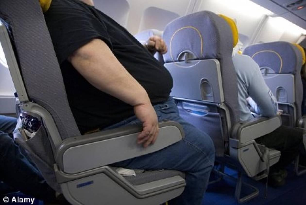 Όρθιος επτά ώρες λόγω του υπέρβαρου συνεπιβάτη