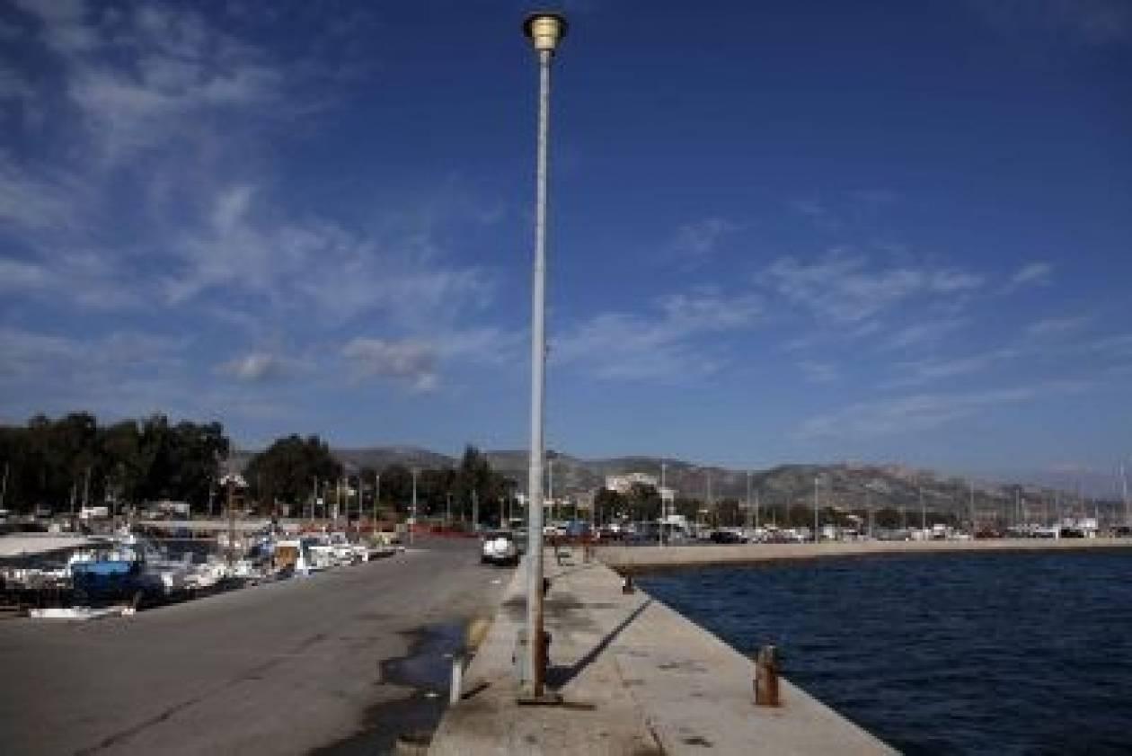 Γέμισε με βοθρολύματα η θάλασσα στη Νέα Πέραμο