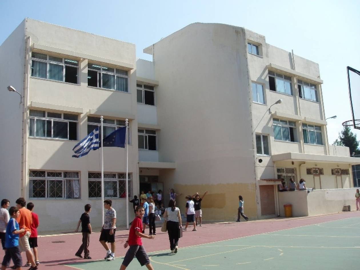 Σύλληψη μαθητή για κατοχή ναρκωτικών και όπλου στη Μυτιλήνη