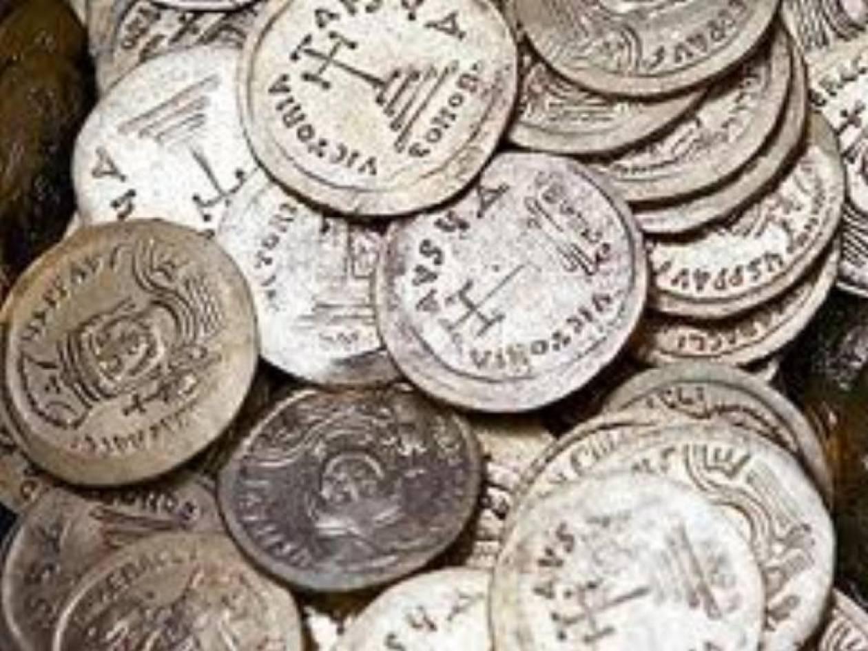Έκρυβε στο φορτηγό του αρχαία αντικείμενα και νομίσματα