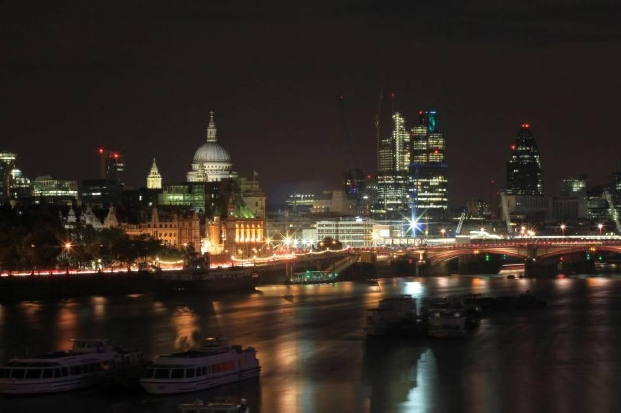 Τα ελληνικά μετρητά «πλημμυρίζουν» το Λονδίνο