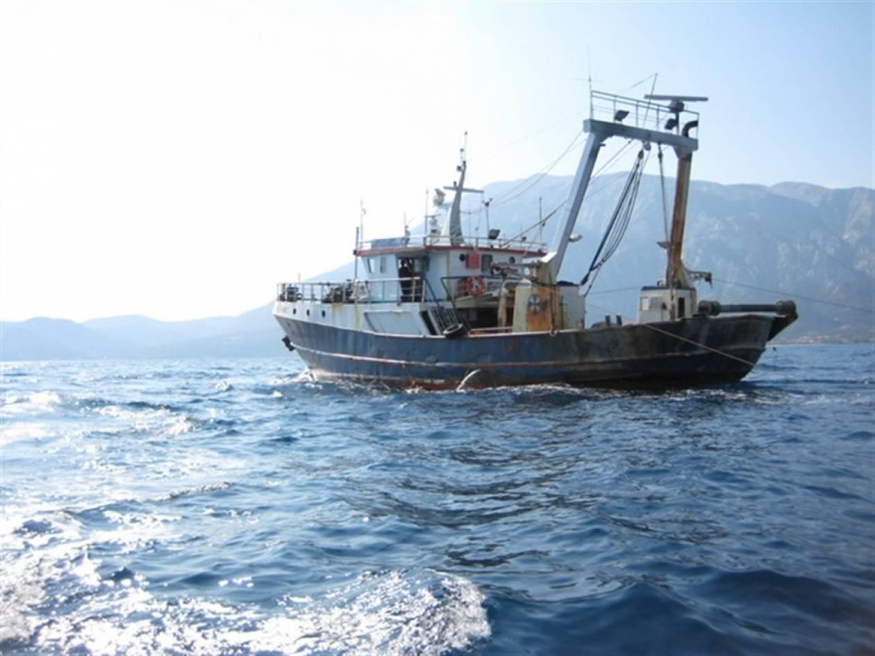 Σε εξέλιξη επιχείρηση για περισυλλογή μεταναστών σε ακυβέρνητο σκάφος