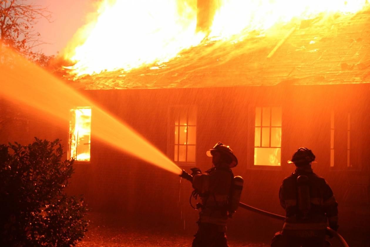 Ίλιον: Πυρκαγιά σε μονοκατοικία