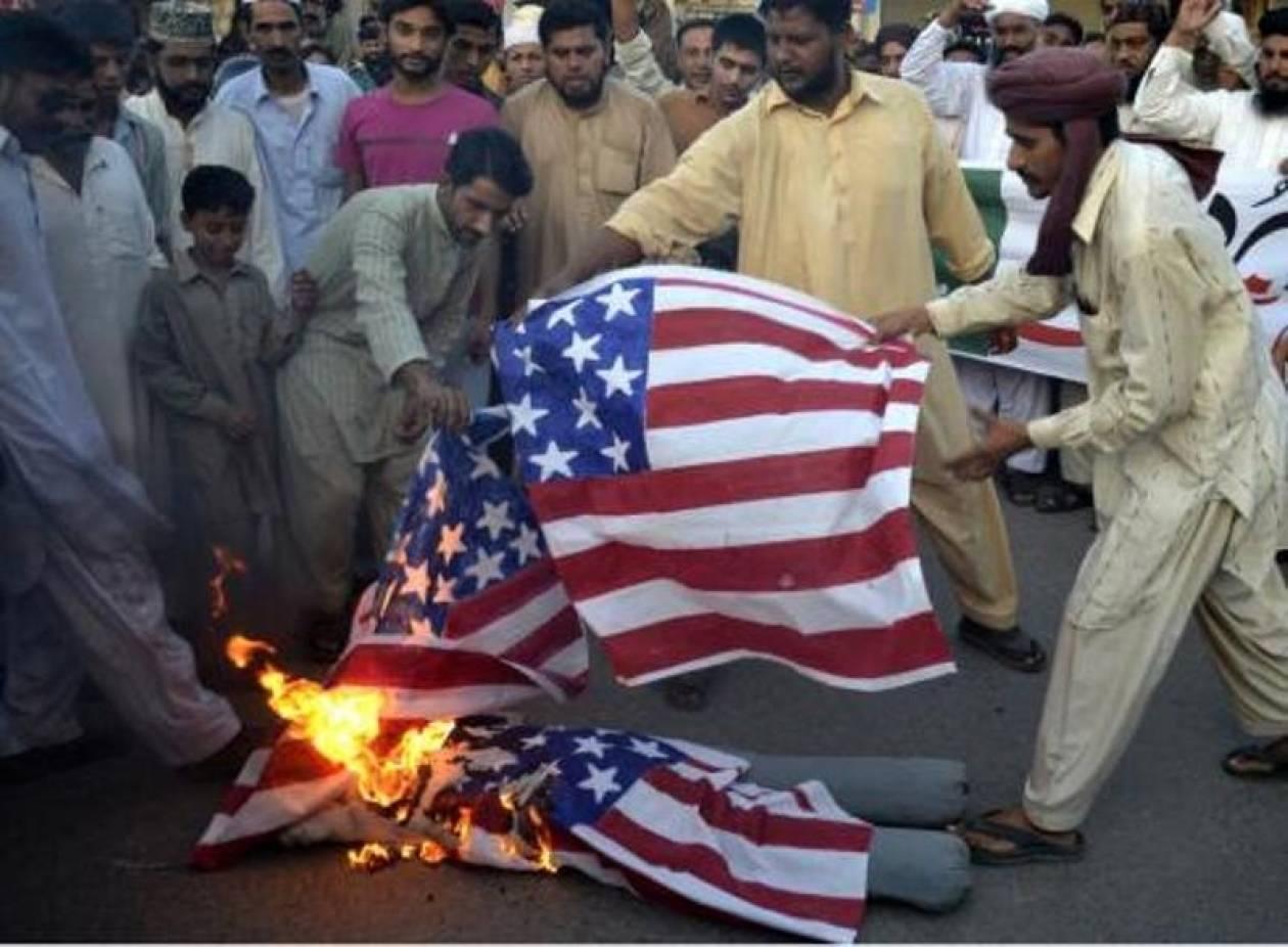 Διαδήλωση χιλιάδων οργισμένων Πακιστανών