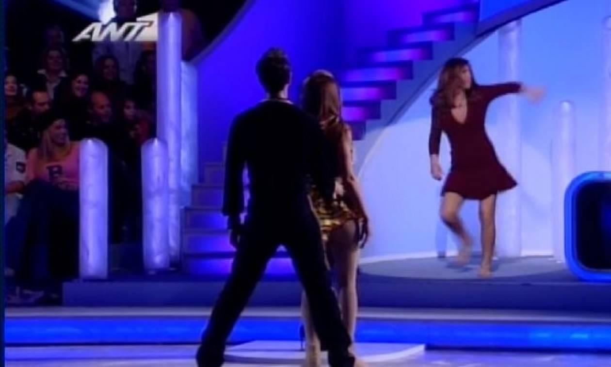 Η Έλενα Παπαρίζου έδωσε μαθήματα λάτιν χορού στην Σταματίνα Τσιμτσιλή