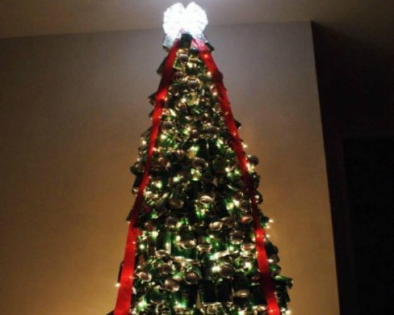 Xριστουγεννιάτικο δέντρο από 3.000 κουτάκια αναψυκτικών