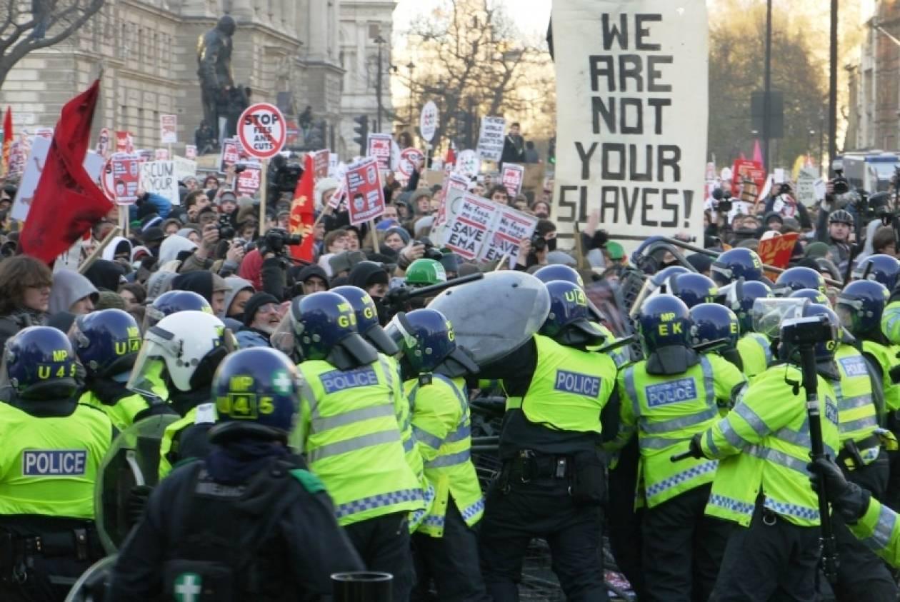 Βρετανία: Τα υψηλά δίδακτρα «διώχνουν» τους φοιτητές