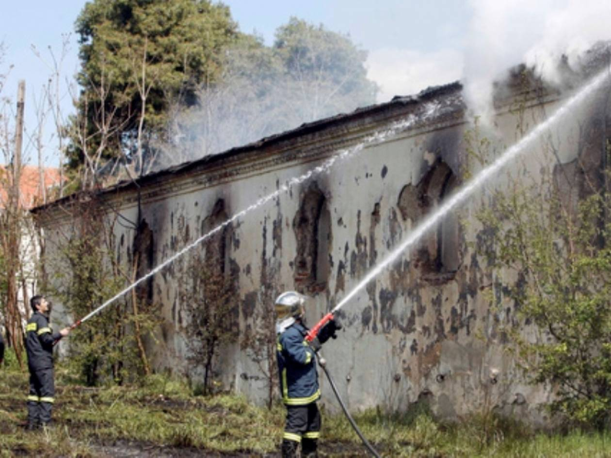 Κατασβέστηκε η φωτιά στο πρώην στρατόπεδο «Παύλος Μελάς»
