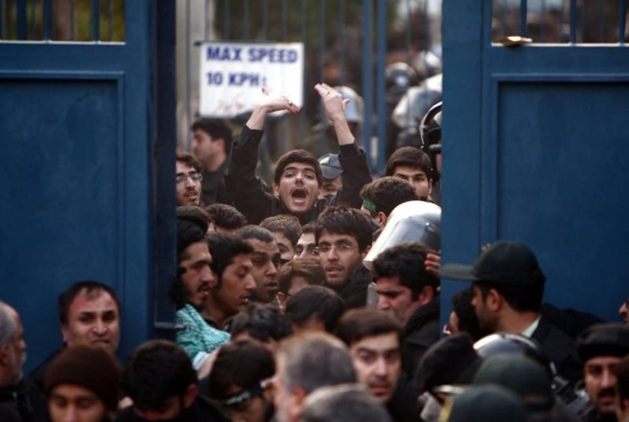 Αποκλείστηκε η πύλη της βρετανικής πρεσβείας στην Τεχεράνη