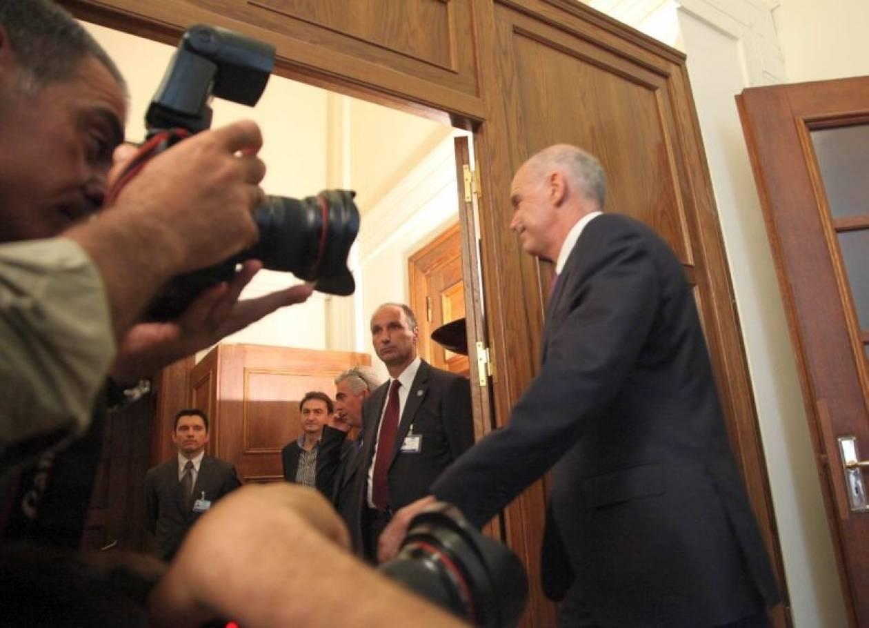 Έκτακτη σύσκεψη Παπανδρέου με τους συμβούλους του