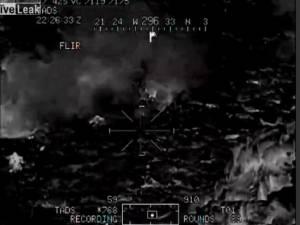 Επίθεση σε Αφγανούς Ταλιμπάν από ελικόπτερο Apache (vids)