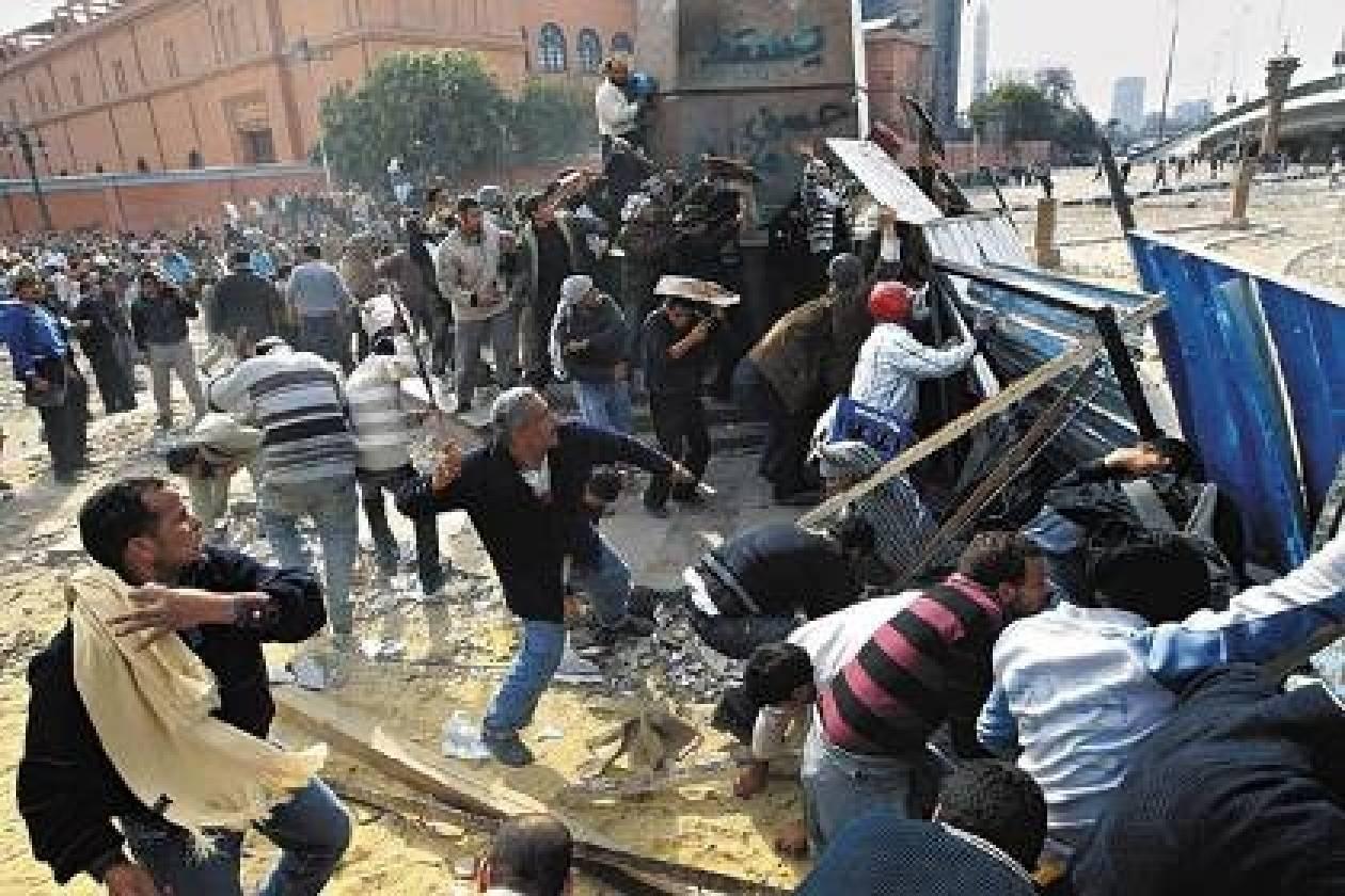 Πετροπόλεμος και ρίψεις μολότοφ σε διαδήλωση στην Αίγυπτο