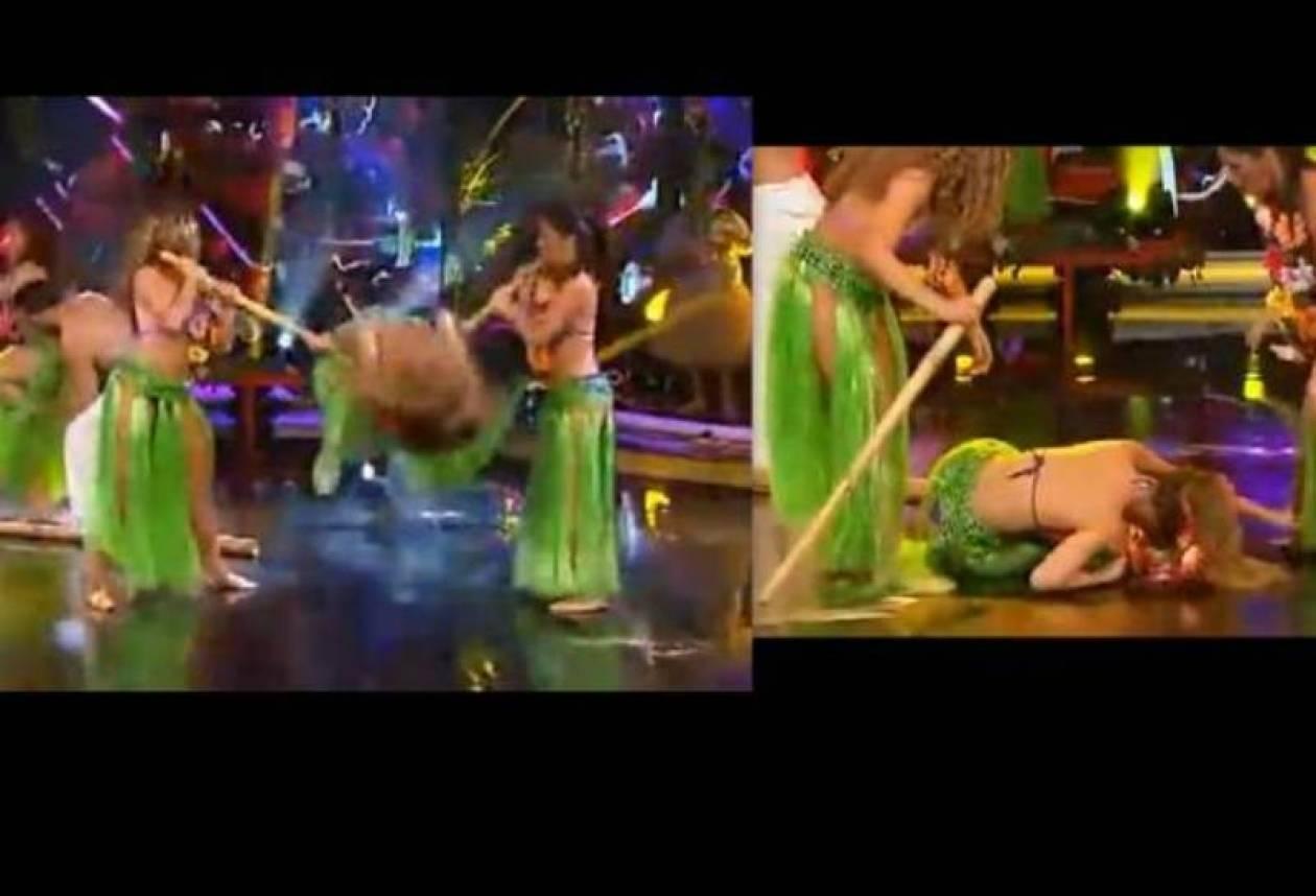 ΣΟΚ: Χορεύτρια έπεσε και χτύπησε στο κεφάλι σε ζωντανή εκπομπή!