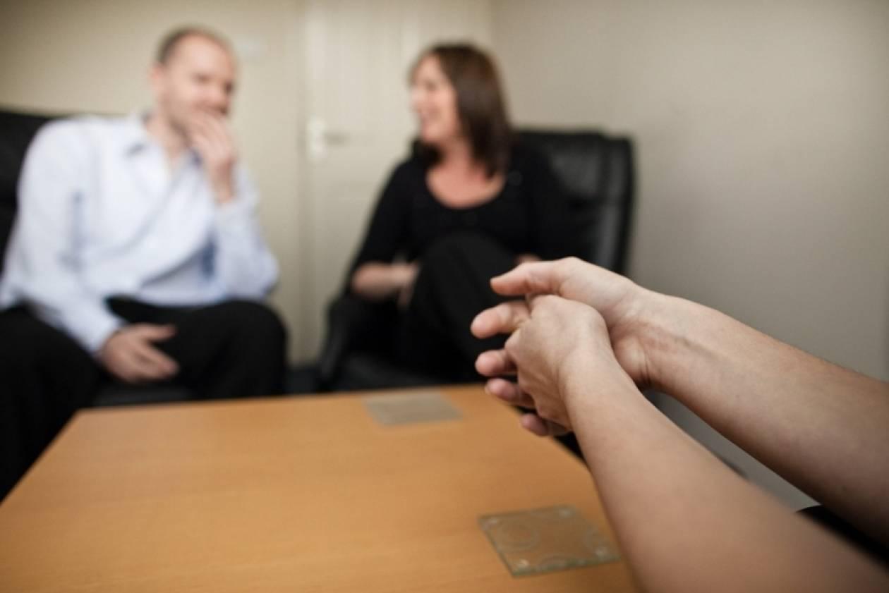 Έπαθαν σοκ: Ψυχολόγος ζήτησε από ζευγάρι να κάνουν σεξ... μπροστά του!
