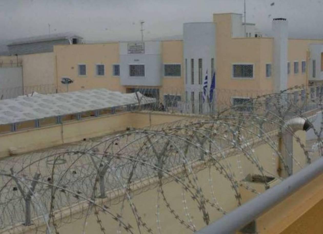 Αλβανοί κρατούμενοι έβγαλαν μαχαίρια στις φυλακές Δομοκού