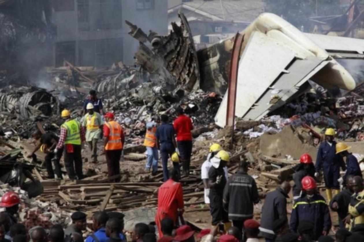 Tραγωδία: Αεροπλάνο προσγειώθηκε πάνω σε σπίτια-32 οι νεκροί