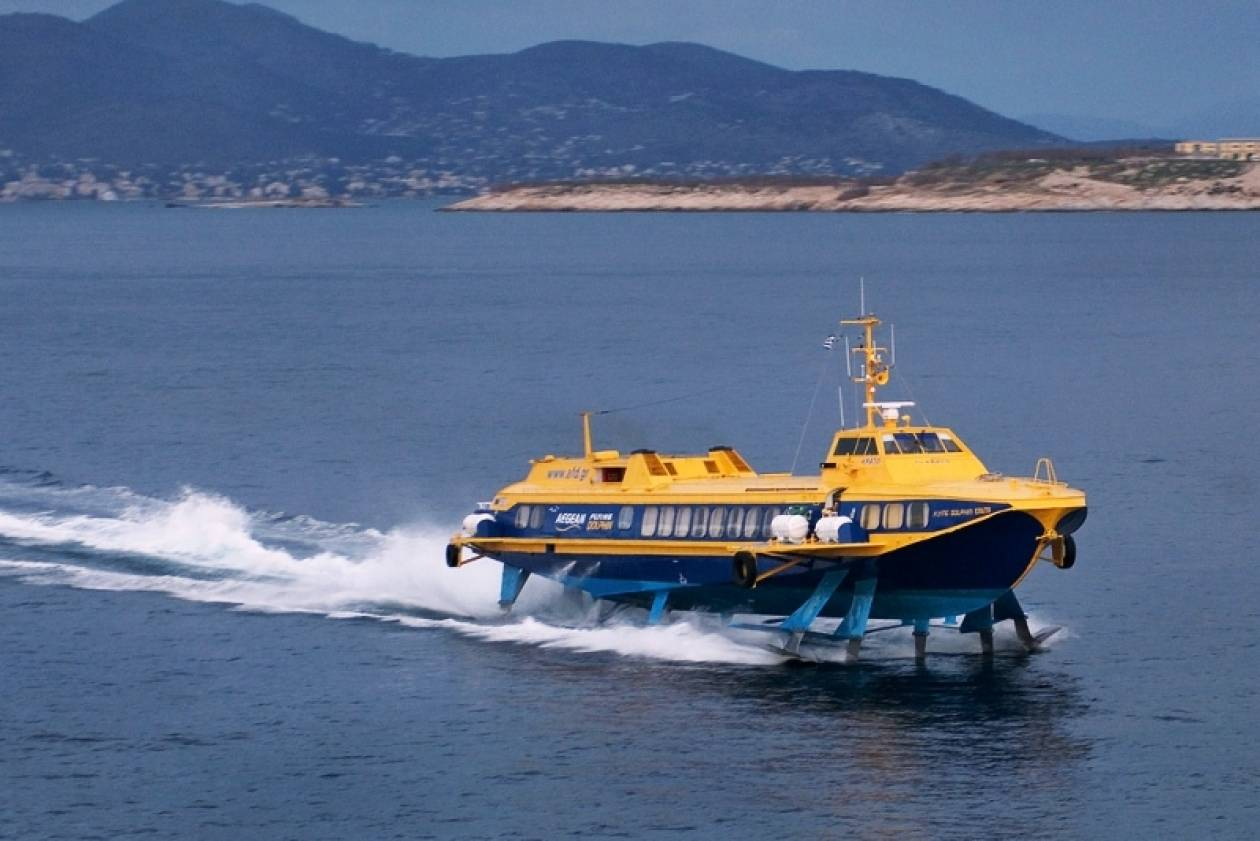 Ταλαιπωρία για 22 επιβάτες «ιπτάμενου δελφινιού» στον Πειραιά