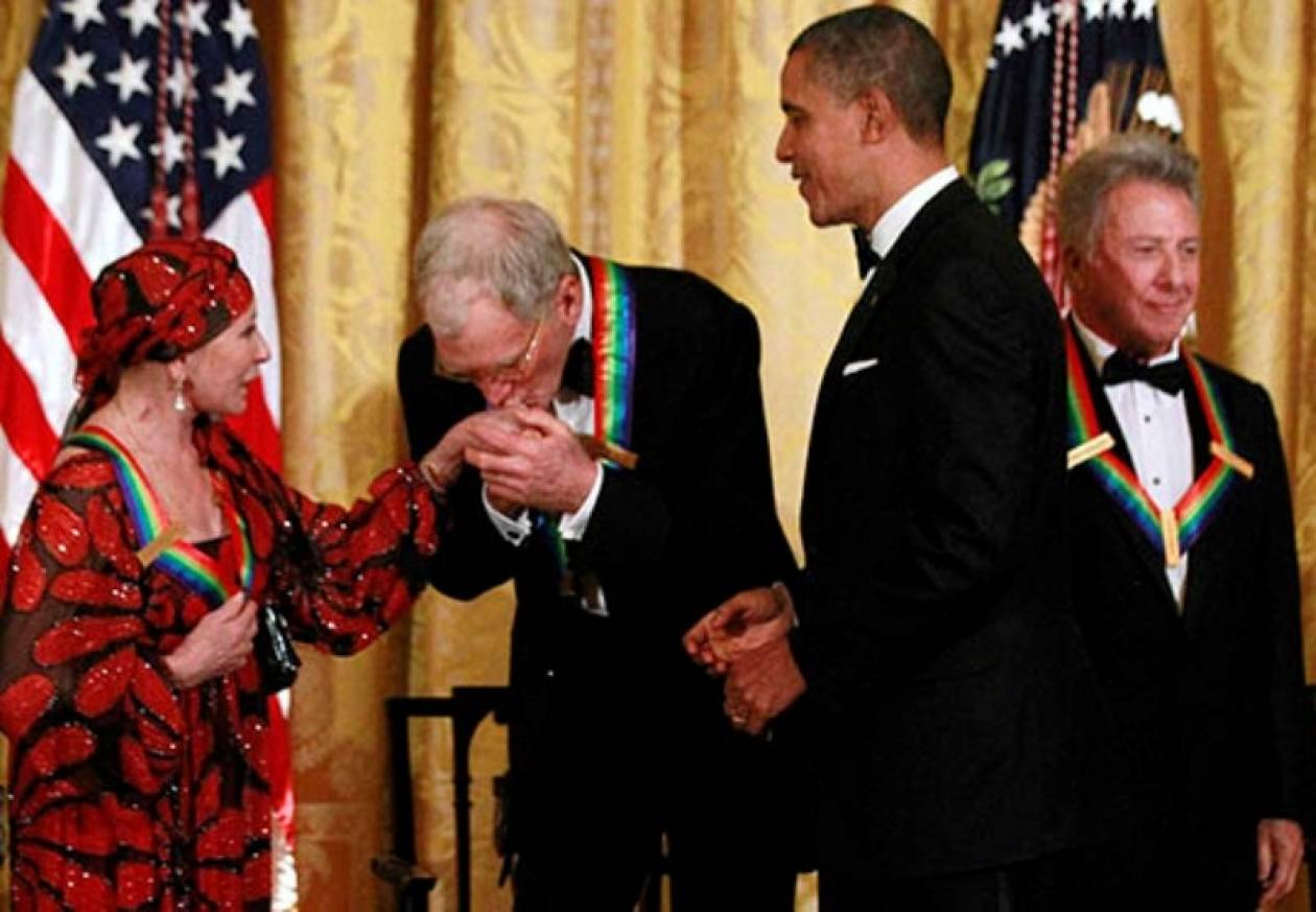 Βίντεο: Ο Ομπάμα βραβεύει τους Led Zeppelin και τον Ντάστιν Χόφμαν