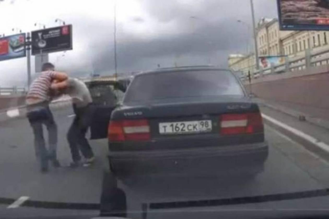 Δείτε πώς λύνουν τις διαφορές τους οι οδηγοί στη Ρωσία (video)