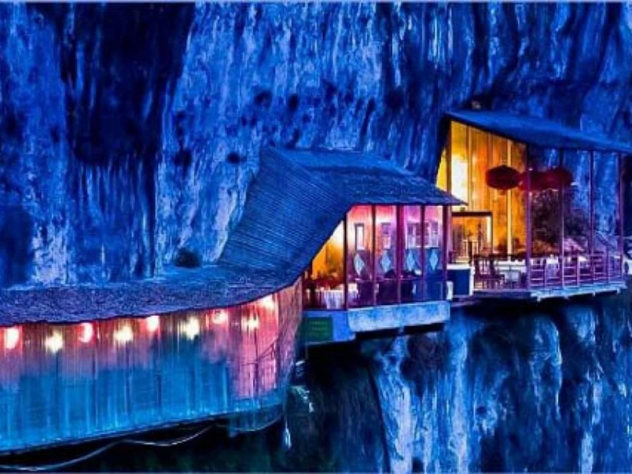 Εντυπωσιακό: Εστιατόριο κρεμασμένο στα βράχια (pics)!