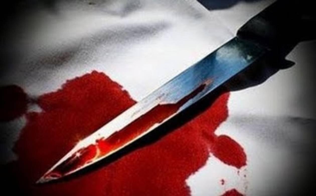 Τραγικό: Τον βρήκε μαχαιρωμένο η αδερφή του
