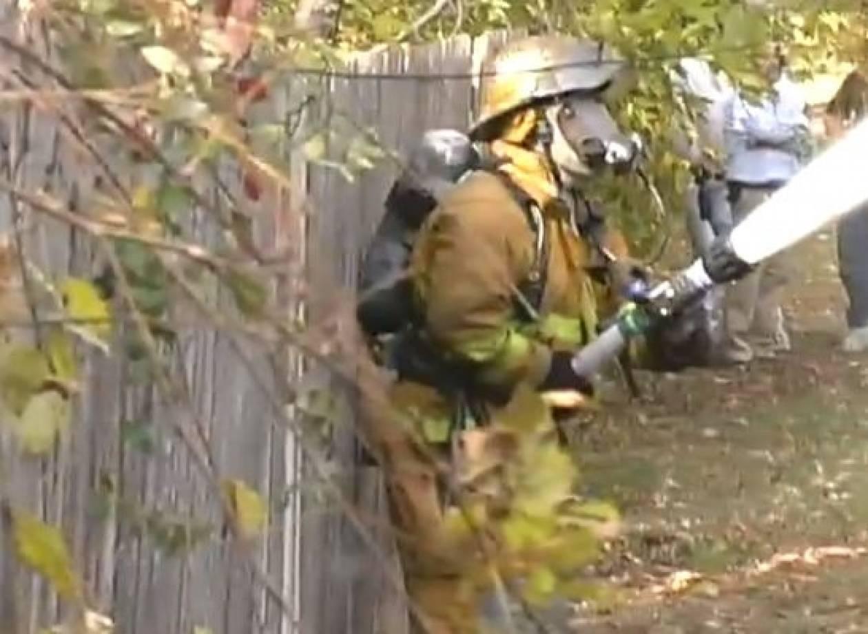 Βίντεο: Ο χειρότερος πυροσβέστης που έχετε δει ποτέ!