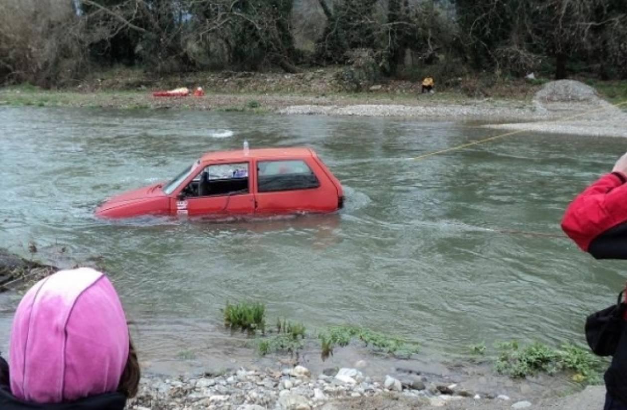 Παραλίγο τραγωδία από πτώση αυτοκινήτου σε ποτάμι της Πάτρας