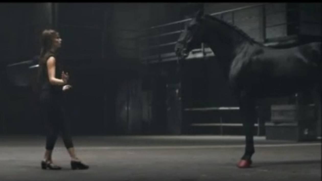 Τι μπορεί να διαφημίζουν ένα άλογο και μία μπαλαρίνα; (βίντεο)