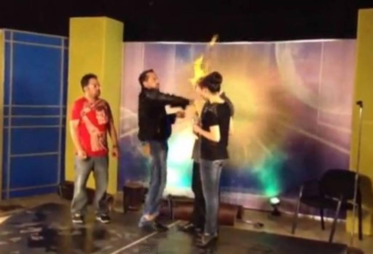 Βίντεο: Πήραν φωτιά τα μαλλιά μάγου σε τηλεοπτική εκπομπή