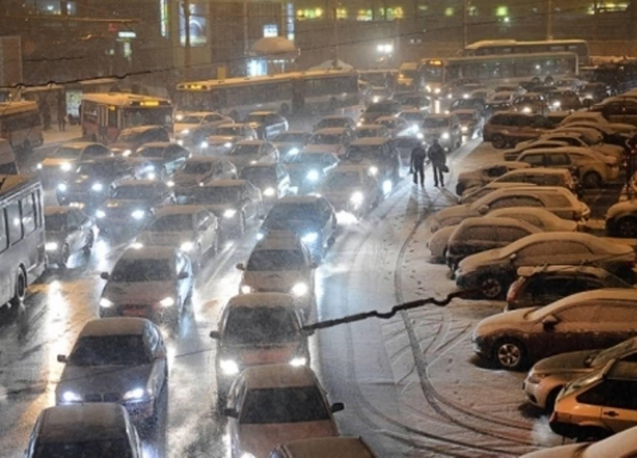 Ρωσία: Συνεχίζονται οι χιονοπτώσεις και τα μποτιλιαρίσματα