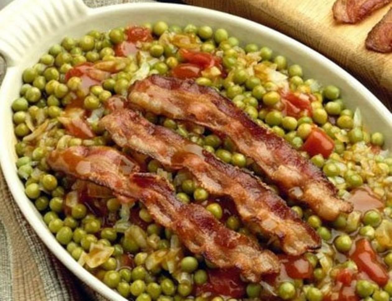 Μαμαδίστικο φαγητό with a twist: Αρακάς με τραγανό μπέικον