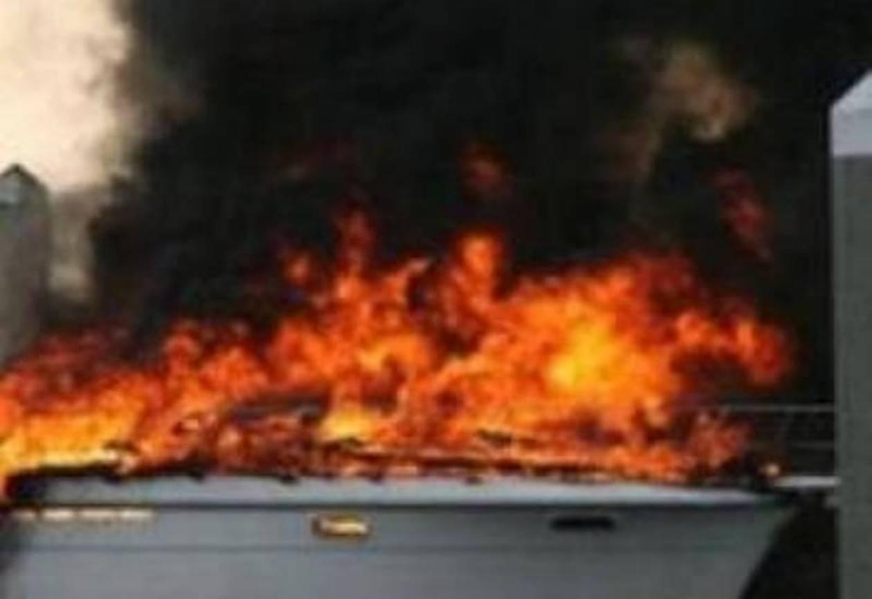 Φωτιά σε θαλαμηγό στον Άγιο Κοσμά