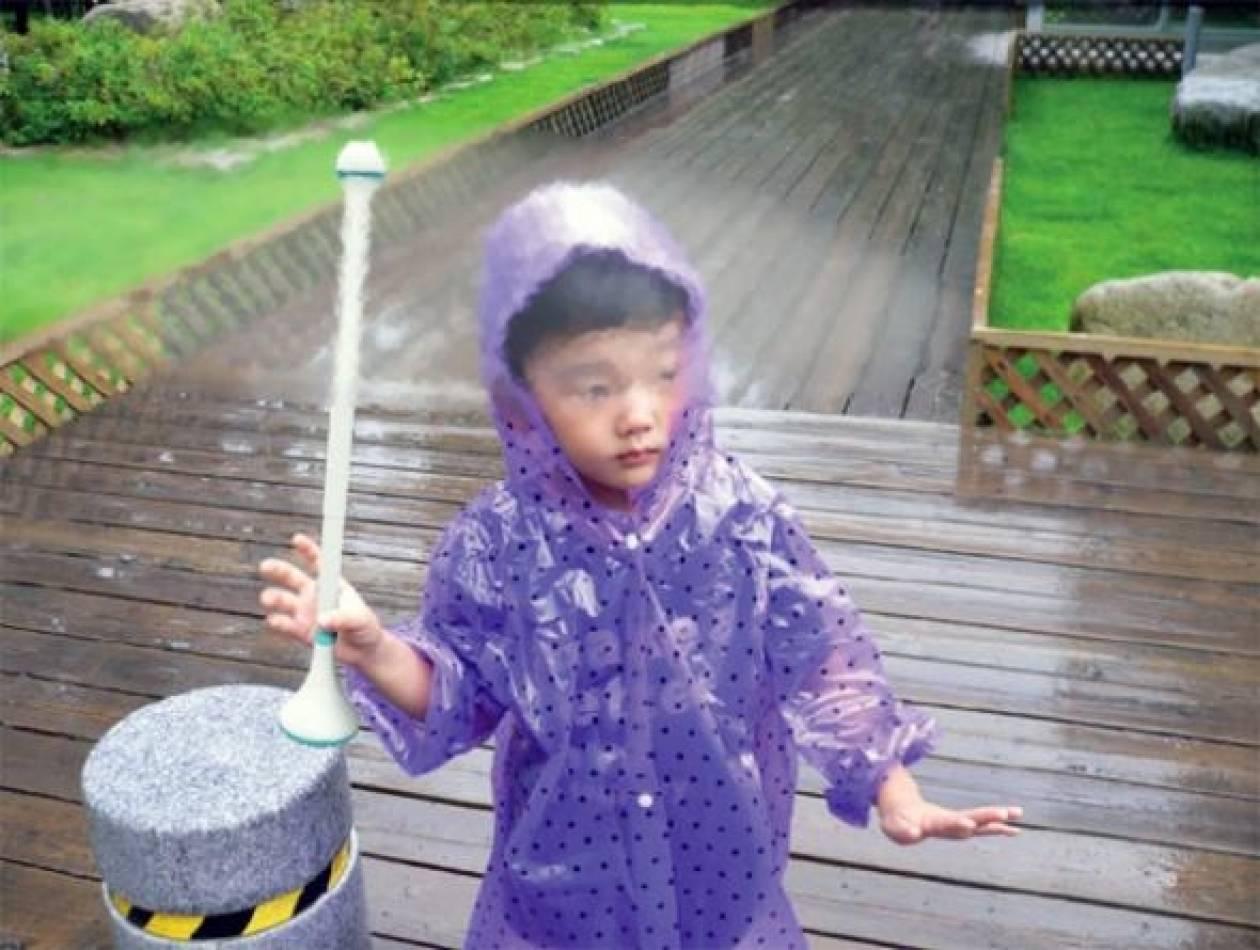Εντυπωσιακό: Η... αόρατη ομπρέλα!