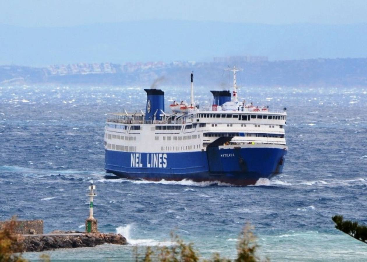 Πάλι δεν κατάφερε να δέσει το «Μυτιλήνη» σε λιμάνι της Ικαρίας