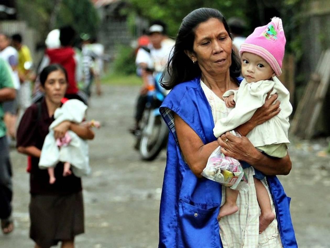 Βίντεο: Ο τυφώνας Μπόπα σαρώνει τις Φιλιππίνες