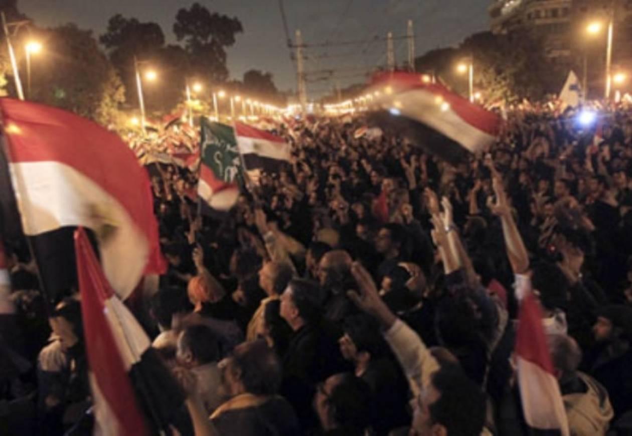 Ο πρόεδρος Μόρσι επέστρεψε στο πολιορκημένο προεδρικό μέγαρο