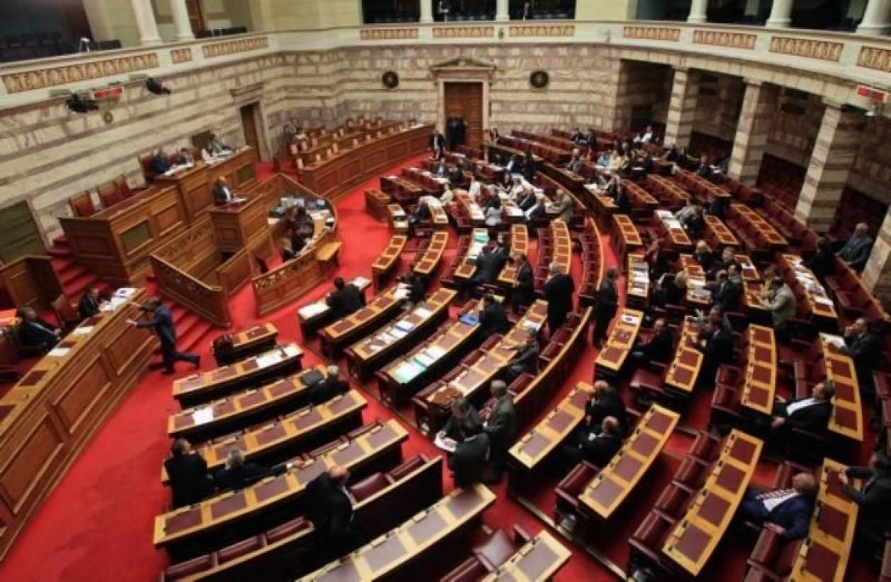 Βουλευτές με όπλα «συνέλαβε» το μηχάνημα της Βουλής