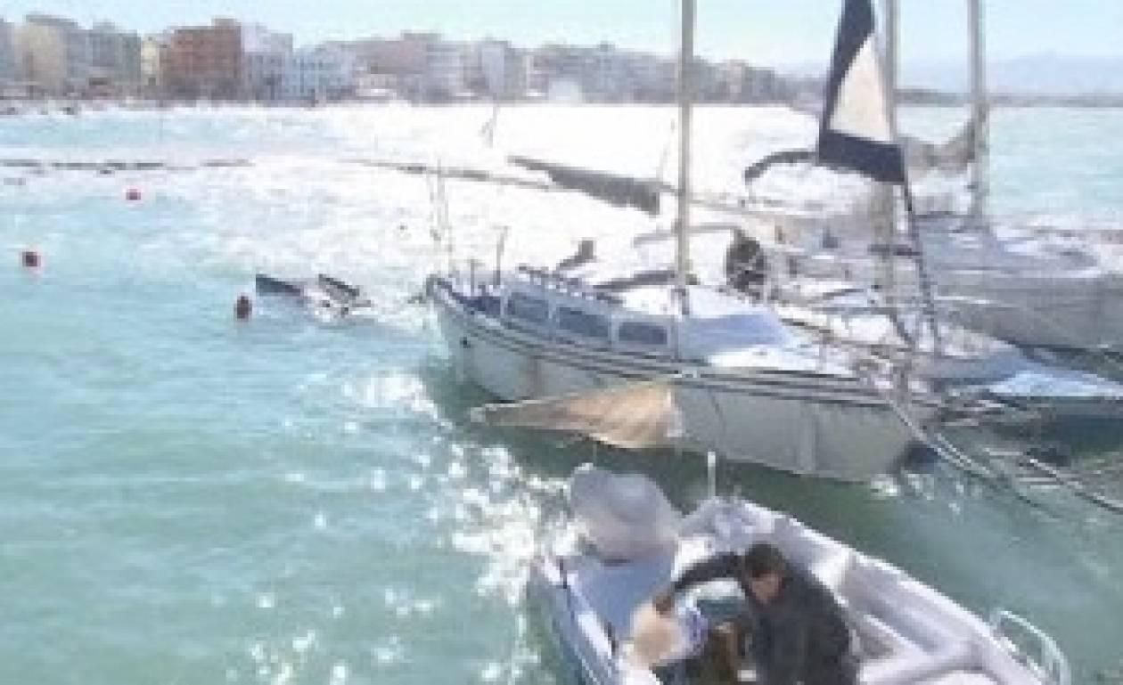 Βίντεο: Βυθίστηκαν βάρκες στο Λουτράκι- ζημιές σε καταστήματα