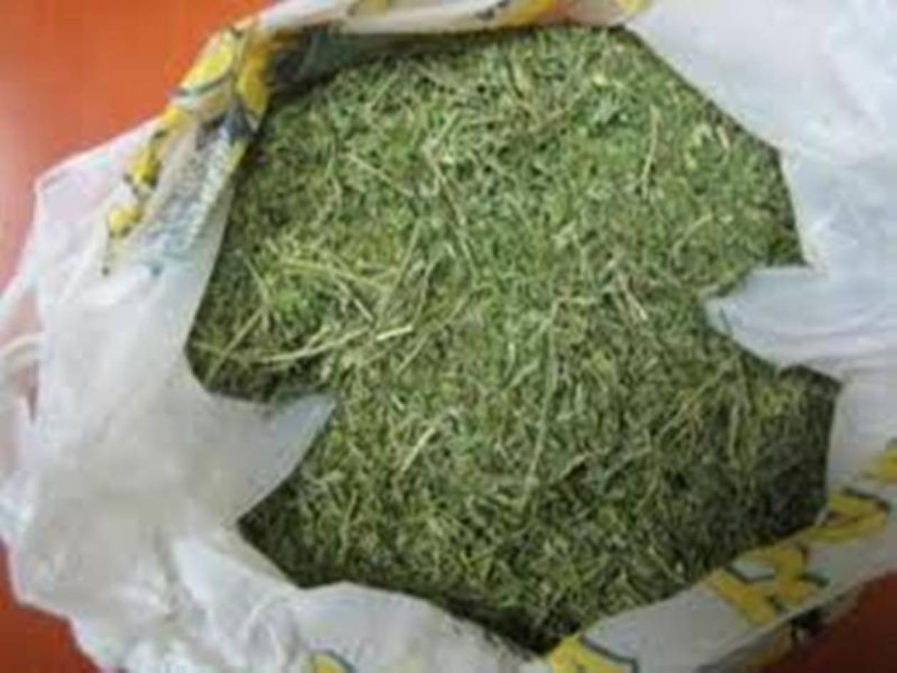 Η σχολική τσάντα έκρυβε ναρκωτικά!